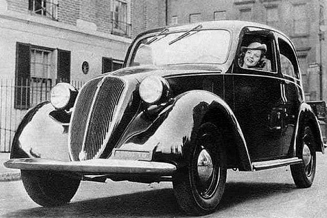 Fiat 1100 Ballila, voiture routière de 1939  La Fiat 1100 Ballila nom de code 508 C, photo d'époque, cette ancienne voiture fut produite de 1939 à 1953, cette Fiat 1100 mesure 1.51 mètres de large, 4.1 mètres de long, et a un empattement de 2.42 mètres.