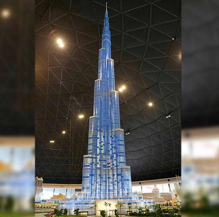 """#SabíasQue El """"Burj Khalifa"""" se acaba de convertir en el rascacielos de LEGO más alto del mundo con 17 m de alto, empleando 493 mil piezas, cuenta con iluminación LED y una fuente que se utiliza para crear espectáculos sonoros y visuales.  #PhotoOfTheDay #Arquitectura #History #Great #Awesome #GrupoLarMéxico #Construction #ElPoderDeCrear #Lego #Edificio #Dubai #BurjKhalifa"""