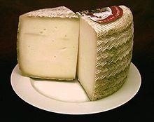 Manchego-juustoa ja hilloa (omenarommi). Liddlistä edullisesti.