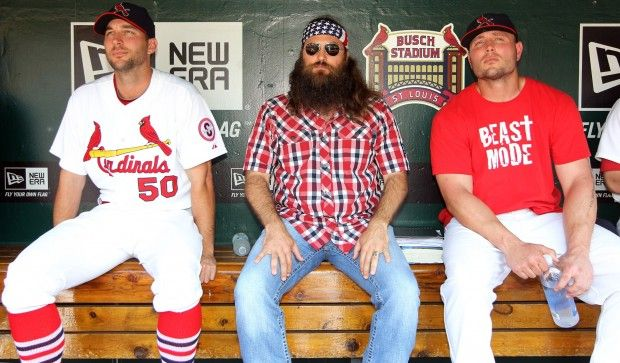 Duck Dynasty's Willie Robertson visits Busch Stadium, haha uhm two of my favorite things?? its WILLIE and the cards! go CARDS!
