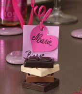Pour une décoration de table de mariage, anniversaire....sur le thème de la gourmandise, nous avons sélectionné pour vous des accessoires de décoration de table originaux, réalisés des compositions de dragées. Découvrez notre sélection de porte-nom, marque-place,...