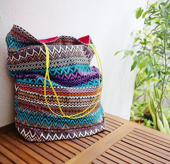 Colorful tote / summer holiday fashion / gift bags by LaPasoBien