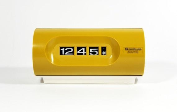 Vintage Sankyo Yellow Electric ClockYellow Electric, Vintage Clocks, Sankyo Yellow, Flip Clocks, Sankyo Clocks, Amazing Vintage, Future House, Electric Clocks, Vintage Sankyo