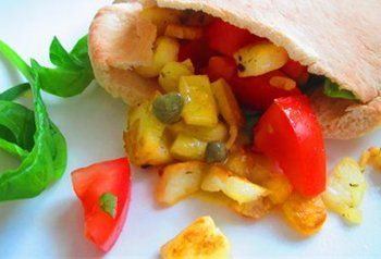 """Pitabroodjes met Gebakken Kaas [recept uit het boek """"Vegetarisch koken in 30 minuten]"""