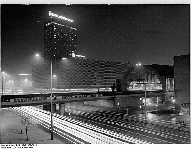 Berlin 1976 Alexanderplatz bei Nacht