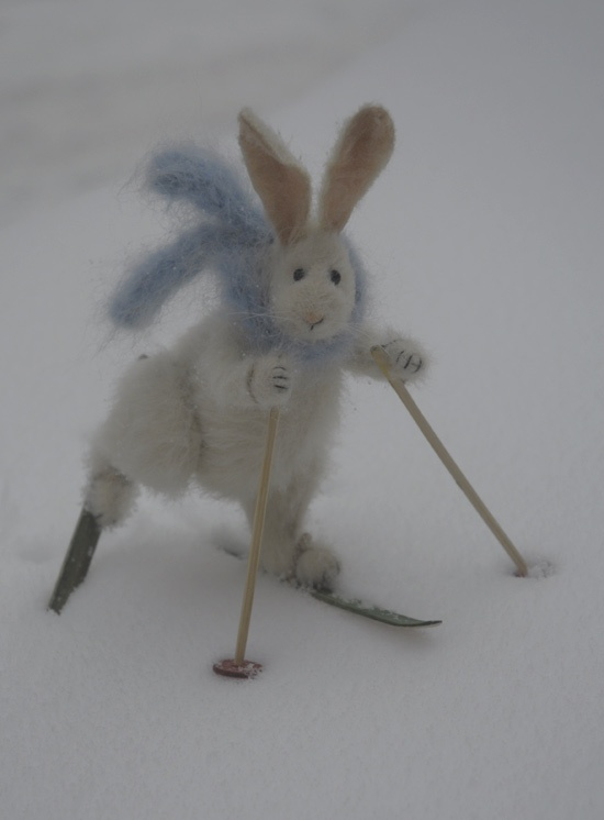Needle felted rabbit on skis  http://www.fadeeva.com/a207.html