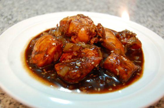 El teriyaki es una técnica de cocción de la cocina japonesa en la cual los alimentos son asados (al horno o a la parrilla) en un adobo de salsa dulce.
