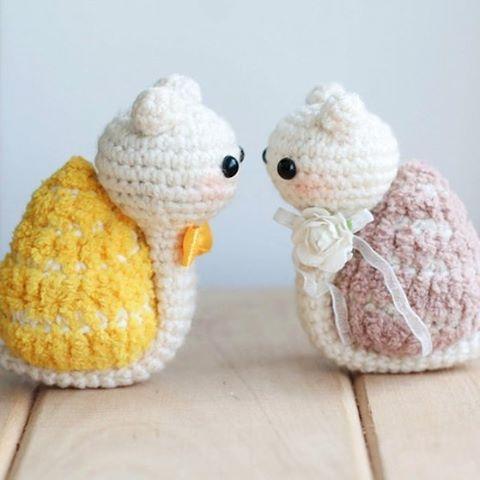 #игрушка #игрушкавязаная #вязаныеигрушкикрючком #вязаныеигрушкинапродажу #вязанаяигрушка #игрушкаручнойработы #ручнаяработа #amigurumi #amigurumitoys #toys #weamiguru #handmade_best #handmade_bestwork #toys_gallery #gurumigram #crochetlobby #пасха #улитка #амигуруми