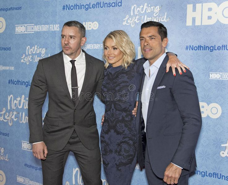 benjamin-maisani-kelly-ripa-mark-consuelos-her-busband-arrive-red-carpet-new-york-city-premiere-hbo