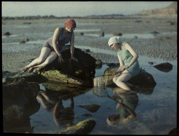 Les autochromes de Gustave Gain: Bain de couleur à Agon-Coutainville - L'Œil de la photographie