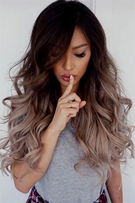 Haben Sie diese schönen schokoladigen Wellen für das Haar? Nun, dann ist es Zeit, dieser bleibenden Krone auf deinem Kopf mehr Flair zu verleihen. Und was gibt es besseres, als dein Haar zu färben? Gl #acconciaturesposa2019 #acconciaturecapellicorti #capellicortissimi #capellicortidonne #acconciaturesposa #capellicorti #acconciaturecapellilunghi #capellicorti2018 #capellicortiricci #acconciature