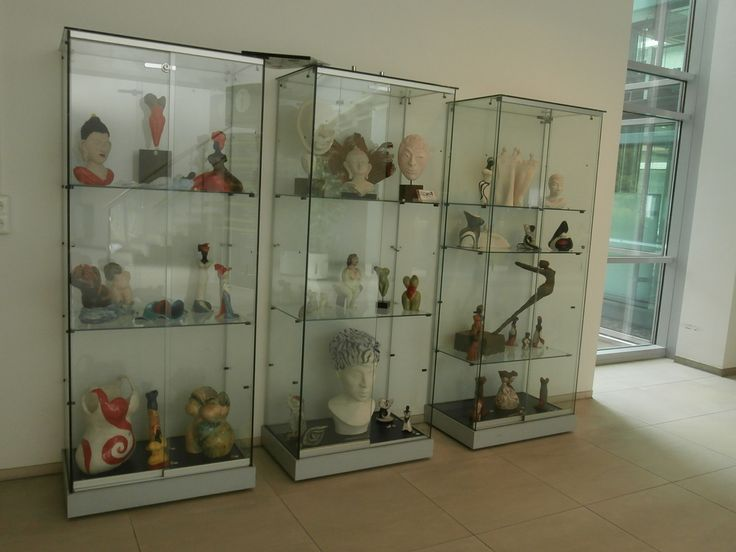 overview of the exhibition at the ground floor. Ceramics by Sherlizz