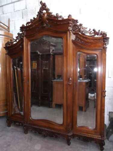 25 best ideas about antique bedroom sets on pinterest antique white furniture antique for Master bedroom set with armoire