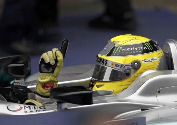 F1, Rosberg domina anche il Gp Cina. Ferrari: dal disastro al trionfo