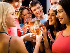 Kalorientabelle Alkohol: Wie viele Kalorien stecken in Bier, Wein, Sekt & Co.? EAT SMARTER hat die große Kalorientabelle Alkohol zusammengestellt.