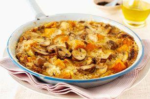 Cette frittata aux champignons et aux patates douces est idéale pour le brunch, le dîner et le souper... Autant dire qu'on peut la servir à n'importe quel repas de la journée!