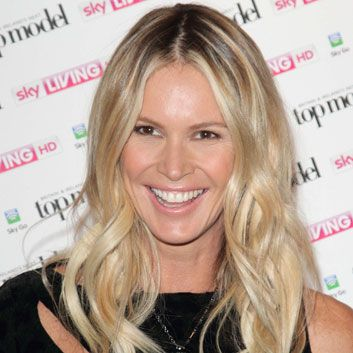 Beauty trend: Minimalist makeup.  You can always count on the timeless Elle Macpherson to take a beauty trend and just plain nail it! Minimalist makeup can be tricky, often leaving gals looking washed out. Elle rocks this looks with a flawless complexion, a shiny pout and subtle apricot cheeks. Minimalist makeup only appears effortless. Case and point: Elle Macpherson.