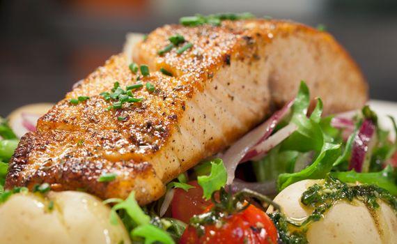 Salmone al forno con patate e pomodorini | Cambio cuoco