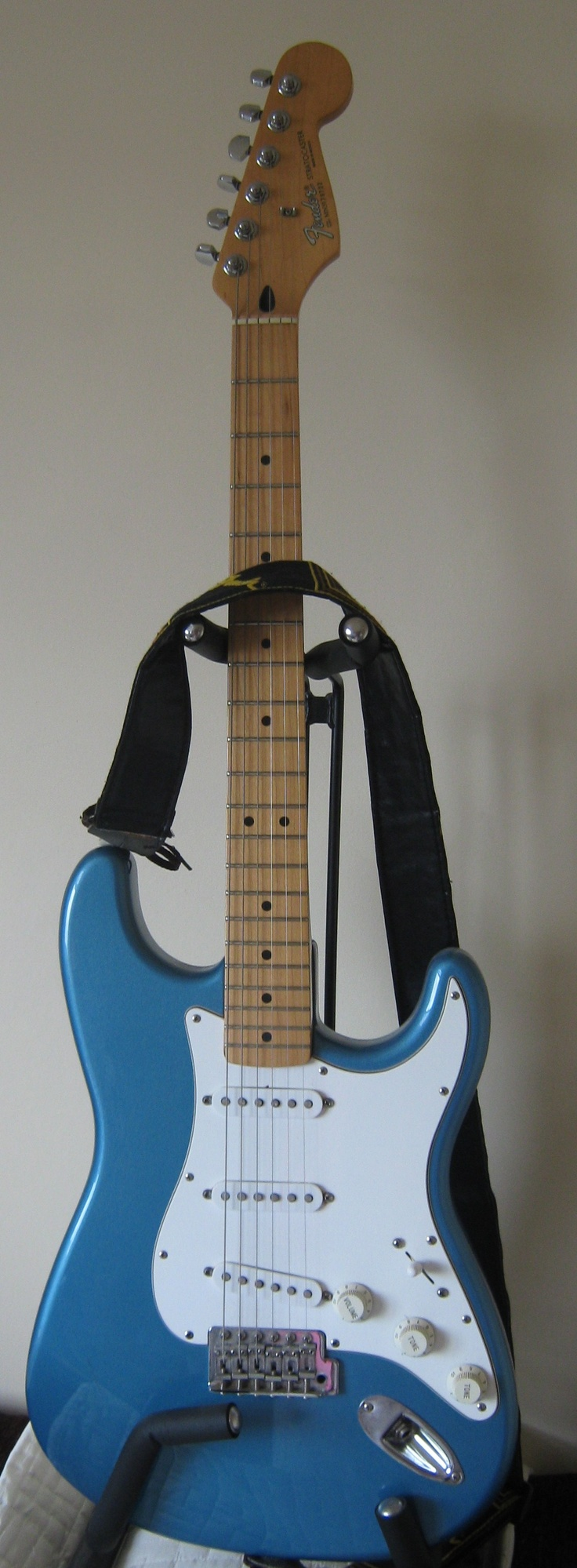 Hubby's Fender Strat Mexican Blonde in Lake Placid Blue