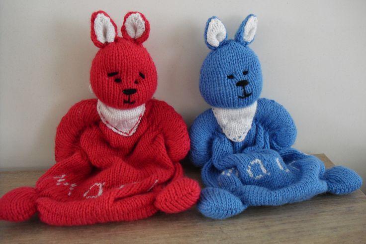 Knuffelkonijntjes  gemaakt als geboorte cadeautje voor collega van dochter