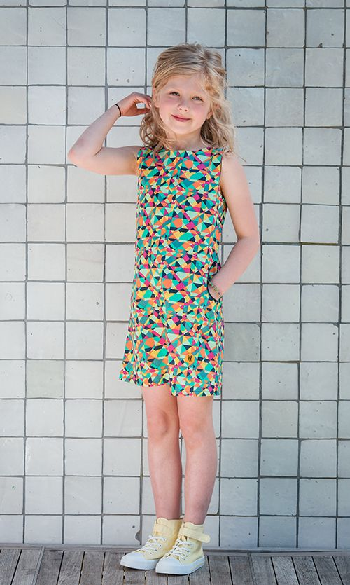 Dit #jurkje schreeuwt Go-Go-Go! En zo heet ze ook: Isa Go-Go. Bontgekleurd A-lijn jurkje voor de meid met lef. Want hier val je echt in op!  #kinderkleding #retro #blocking #colors #kleuren #mint #dresses #summerdress #kids #kinderen #zomerjurk #eigenwijs