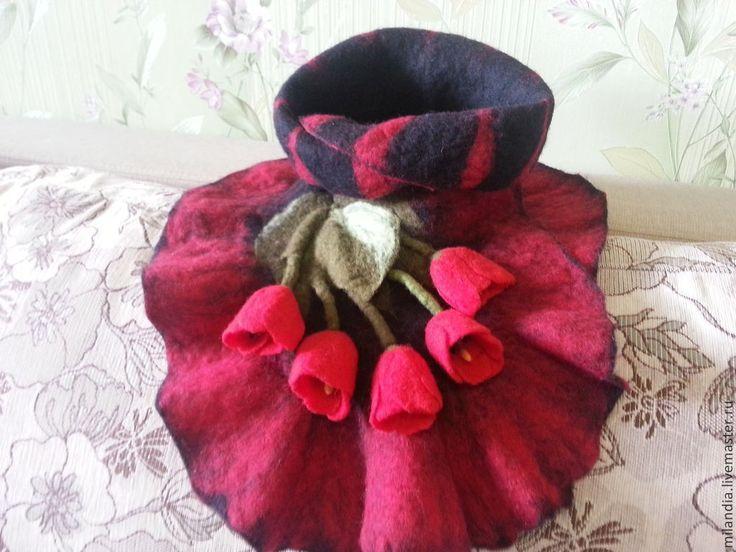 """Купить Шарф """"Красные тюльпаны"""" - черный, цветочный, черный шарф, красные тюльпаны, валяный шарф"""