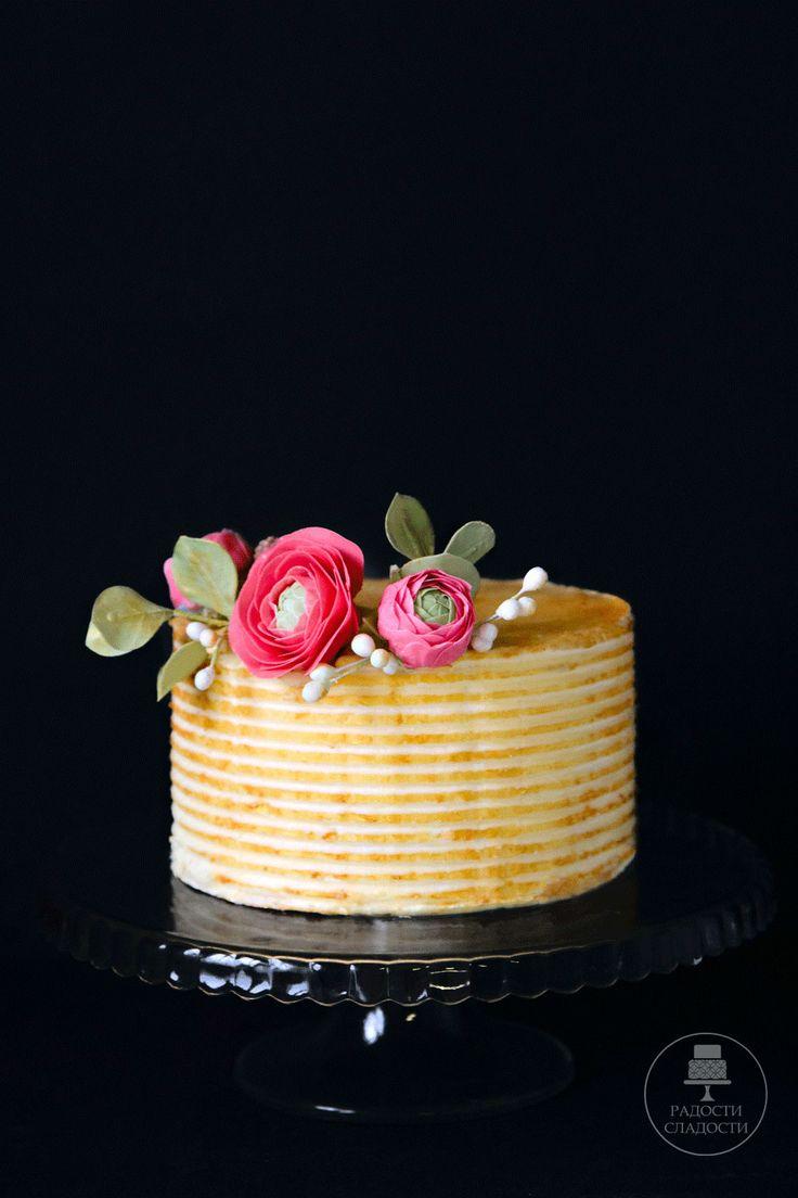 Золотой торт с цветами из сахарной мастики(ранюнкулус) от кондитерской Радости-Сладости gold buttercream cake with sugar flower ranunculus