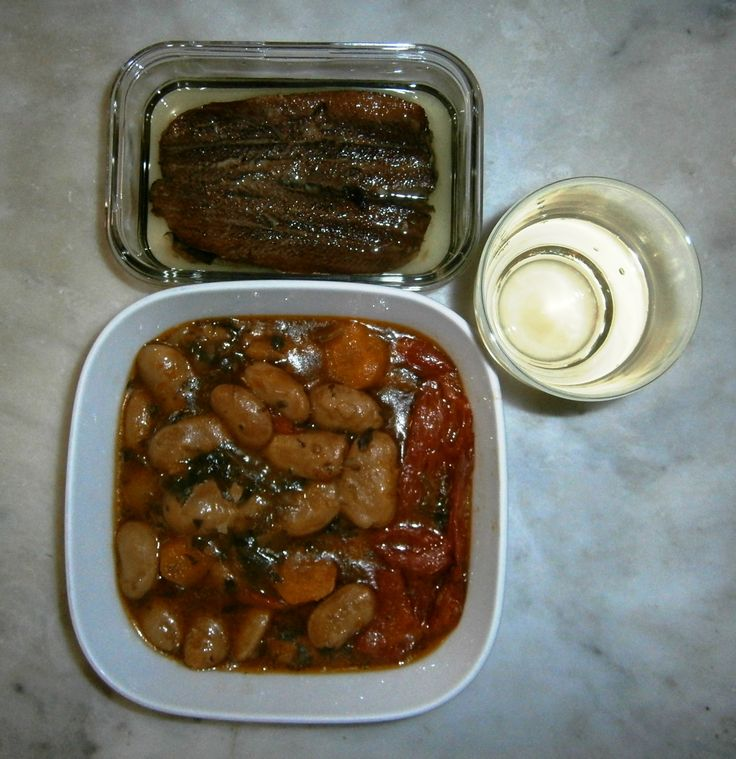 BAKED GIANT BEANS WITH SMOKED HERRING AND WHITE WINE / ΦΑΣΟΛΙΑ ΓΙΓΑΝΤΕΣ ΜΕ ΚΑΠΝΙΣΤΗ ΡΕΓΓΑ ΚΑΙ ΛΕΥΚΟ ΚΡΑΣΙ