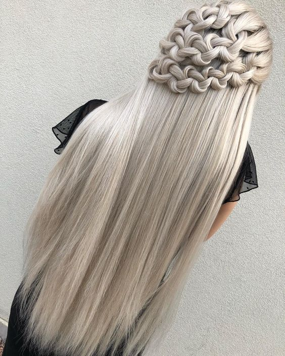 Ash color is not a very common #hair, but it is definitely a color to be tried.