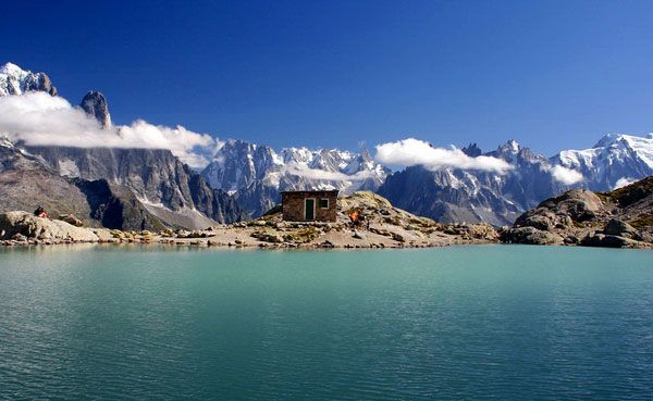 Randonnées vers les lacs cristallins des montagnes