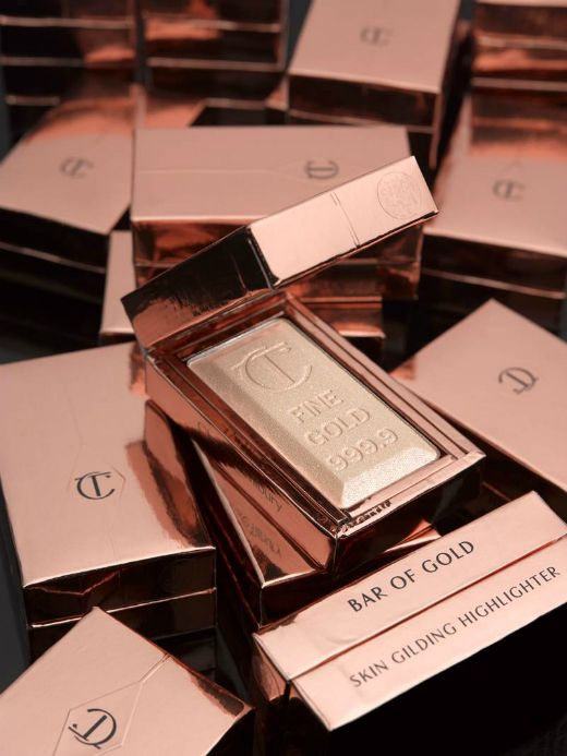 Charlotte Tilbury Bar of Gold. Charlotte Tilbury makeup is so beautiful! Love the packaging as well!