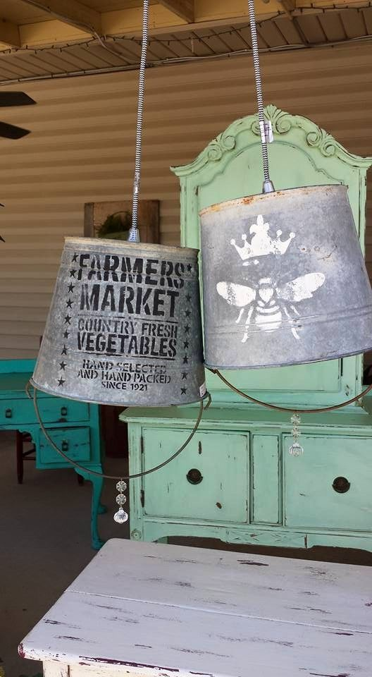 Stempel op een gietijzeren emmer een print en maak er Eem lamp van.
