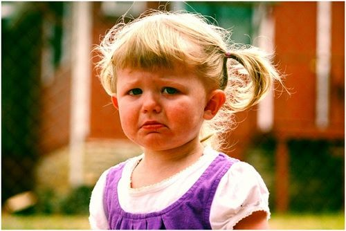 Gritar, llorar, dar patadas, tirarse al suelo o patalear son las acciones más comunes y representativas de las pataletas y malos modalesque se presentan c