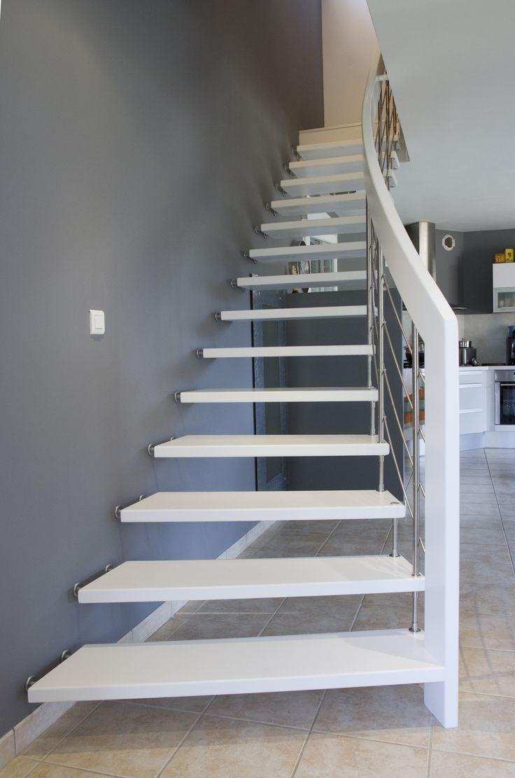 Style NOVA, Escalier suspendu design laqué blanc #Treppenmeister. #Escalier #Suspendu Plus d'idées sur : www.escaliers-passionbois.com