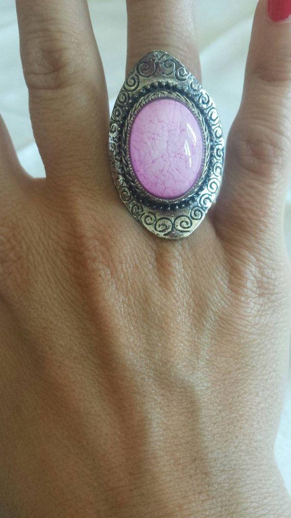 Ehi, ho trovato questa fantastica inserzione di Etsy su https://www.etsy.com/it/listing/289438753/anello-argento-con-pietra-di-vetro-rosa
