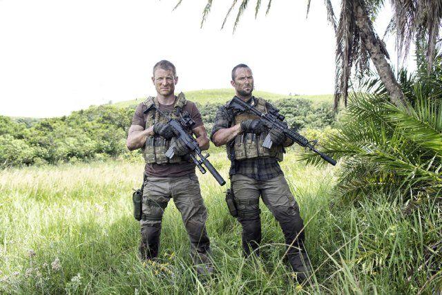 Still of Sullivan Stapleton and Philip Winchester in Strike Back (2010)