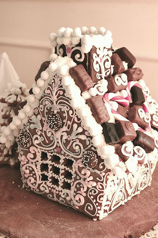Gingerbreadhouse / Pepparkakshus inspirerat av Barsja                                                                                                                                                      More