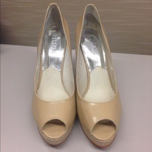 I just discovered this while shopping on Poshmark: Michael Kors beige high heels…