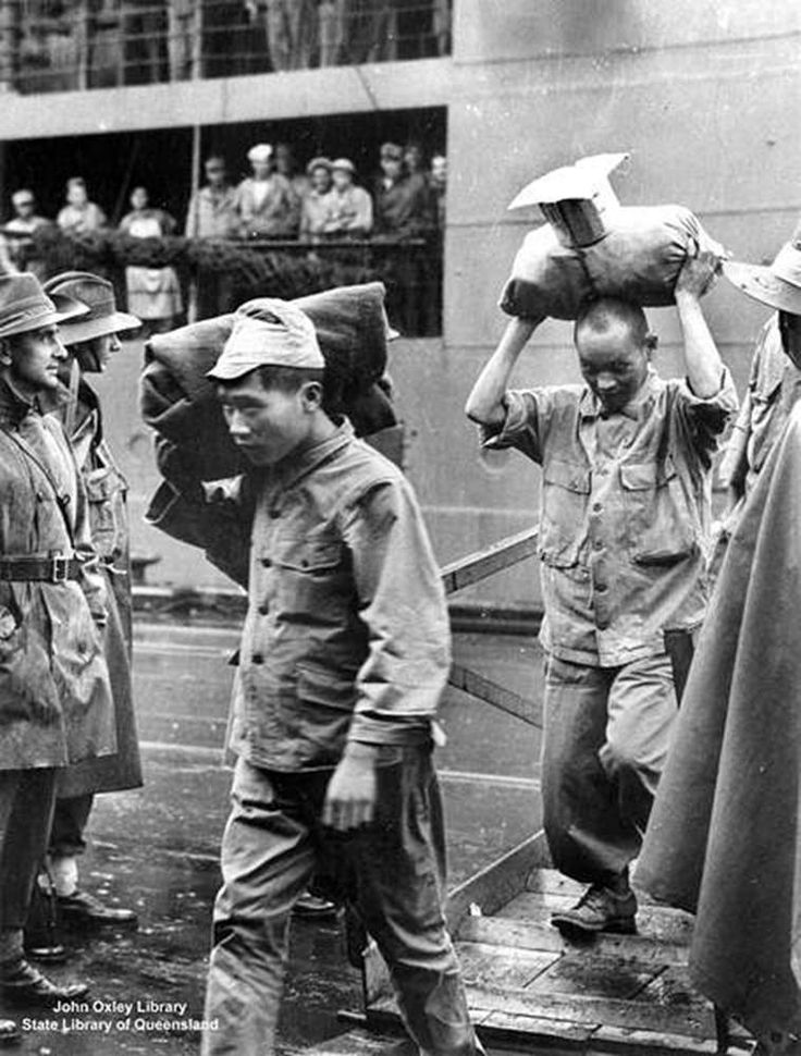 Japanese POWs arrive in Brisbane, 1944.