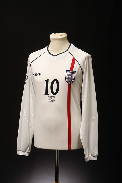England Football Shirt (Home, 2001-2002)