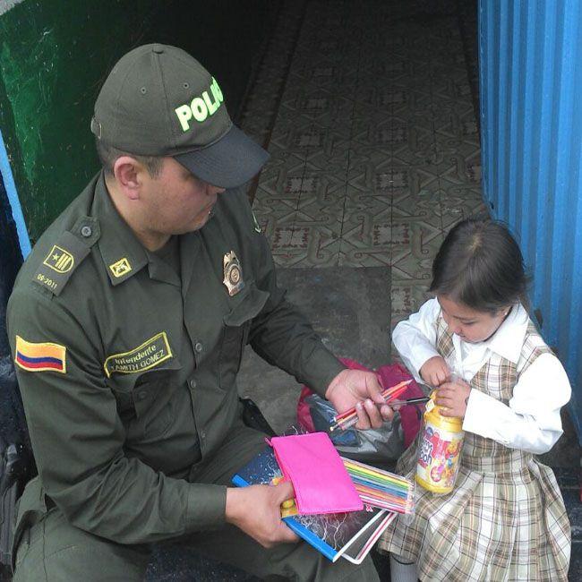Los niños del barrio San Bernardo, centro de Bogotá, hoy tienen un motivo más para ir al colegio  #DeRegresoAClase