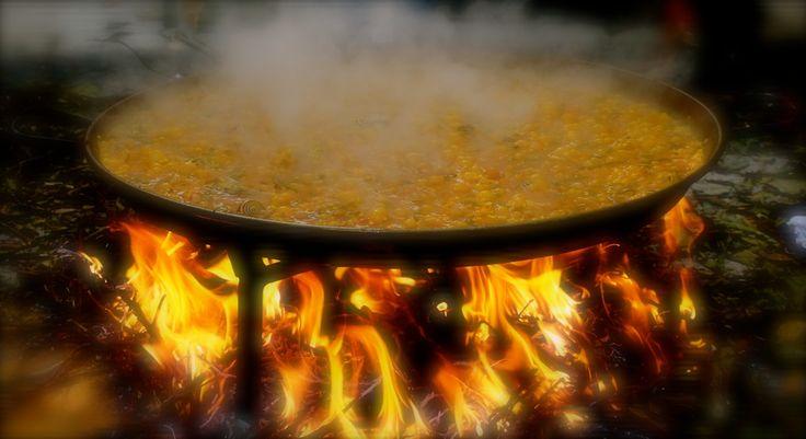 La paella cocinada a leña, es un valor añadido en Sueca o en cualquier lugar del mundo.