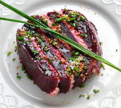 Millefeuille de betterave rouge, rillettes de thon à la crème - Envie de bien manger  http://www.enviedebienmanger.fr/fiche-recette