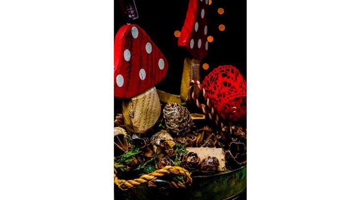 Karácsonyi dekoráció, piros gombás