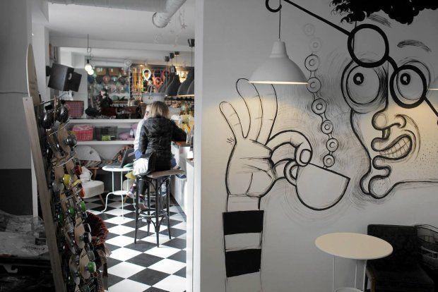 Obok kawiarni Wygodny Rower wprowadził się Butik Rowerowy.  Al. Jerozolimskie 4. Więcej: http://warszawa.gazeta.pl/warszawa/1,34889,13523586.html
