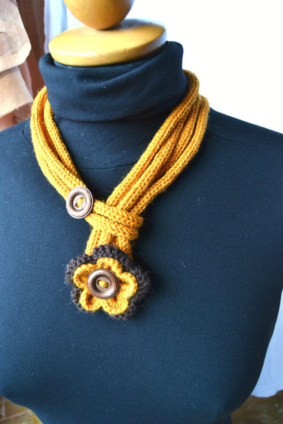 OOAK - 100% wool crochet necklace, ocher brown , flower, 70's button, elegant…