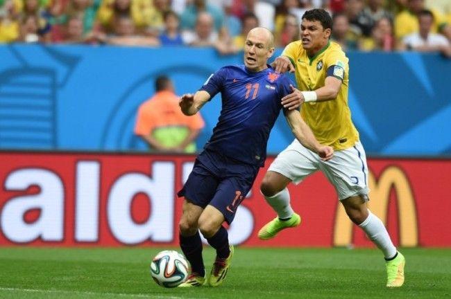 Błąd sędziego w meczu o trzecie miejsce Mistrzostw Świata w Brazylii • Faul Thiago Silvy na Robbenie przed polem karnym • Mundial >>