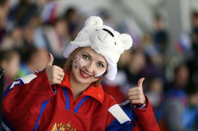 OLY-2014-IHOCKEY-SUI-RUS-WOMEN Sotsi Sotshi Sochi / Venäjä - 15.02.2014 A Russian supporter cheers before the Women's Ice Hockey Play-offs Quarterfinal match between Switzerland and Russia at the Sochi Winter Olympics on February 15, 2014 at the Shayba Arena.   Copyright: AFP / Lehtikuva Lähde: AFP Kuvaaja: Loic Venance