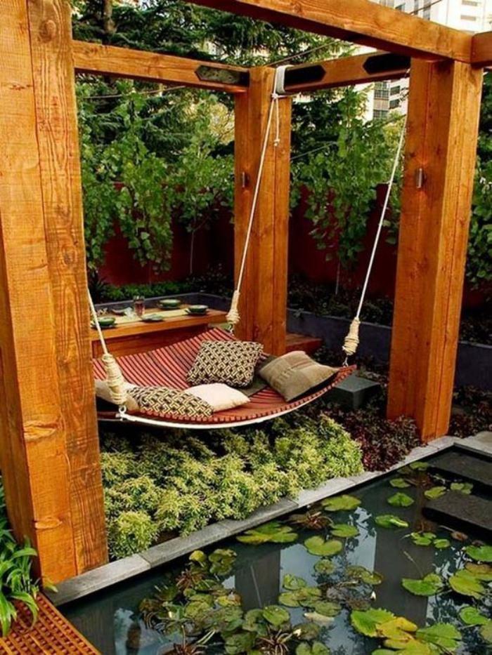 aménagement extérieur, petite piscine biologique et grand lit hammac