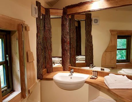 treehouse bathroom all quirky and very tree y forestretreat ukgetaway